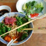 aziatische soep in een kom