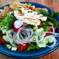 Fattoush salade met halloumi