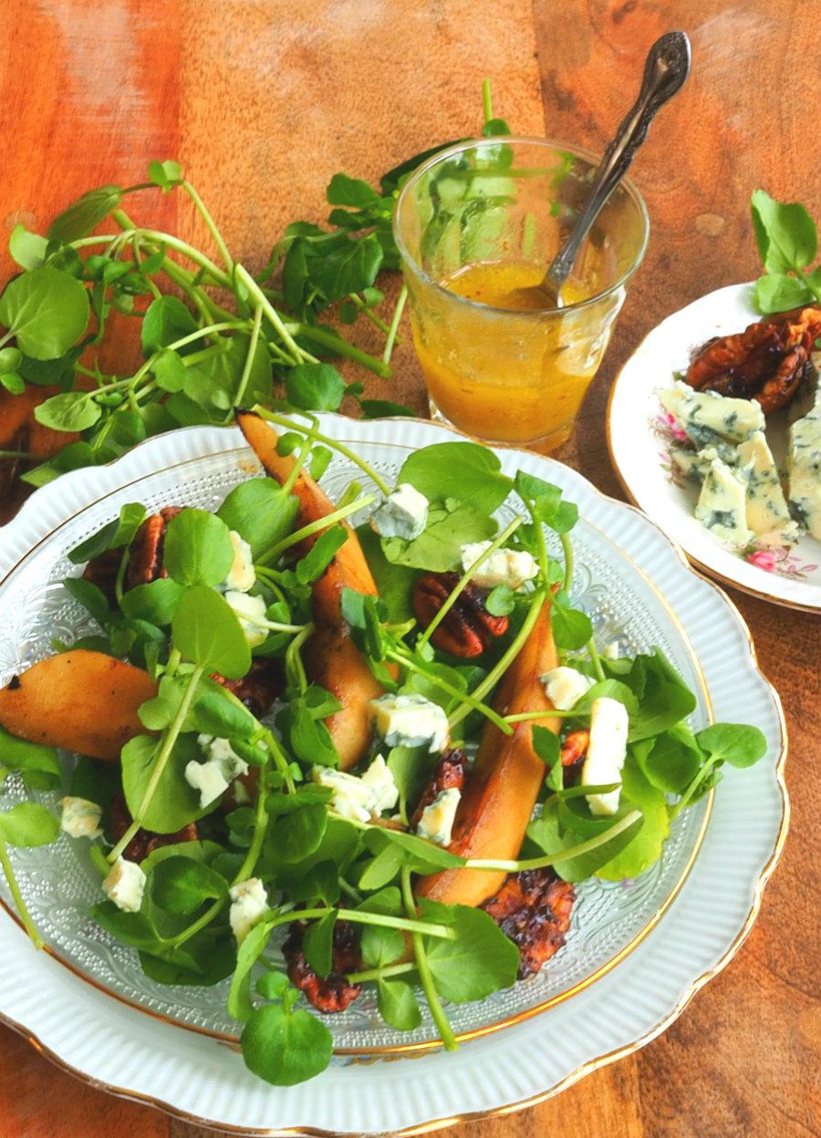 waterkerssalade met blauwe kaas en pecannoten