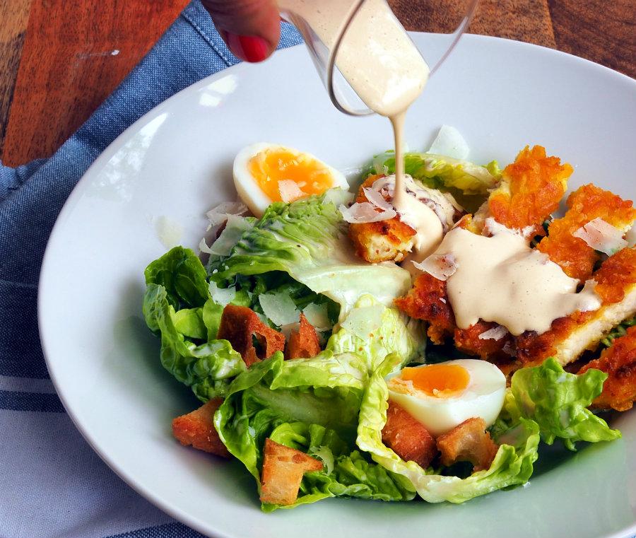 Iets Nieuws Niet zo klassieke Caesar salad met krokante kip - metzkooktover &FZ43
