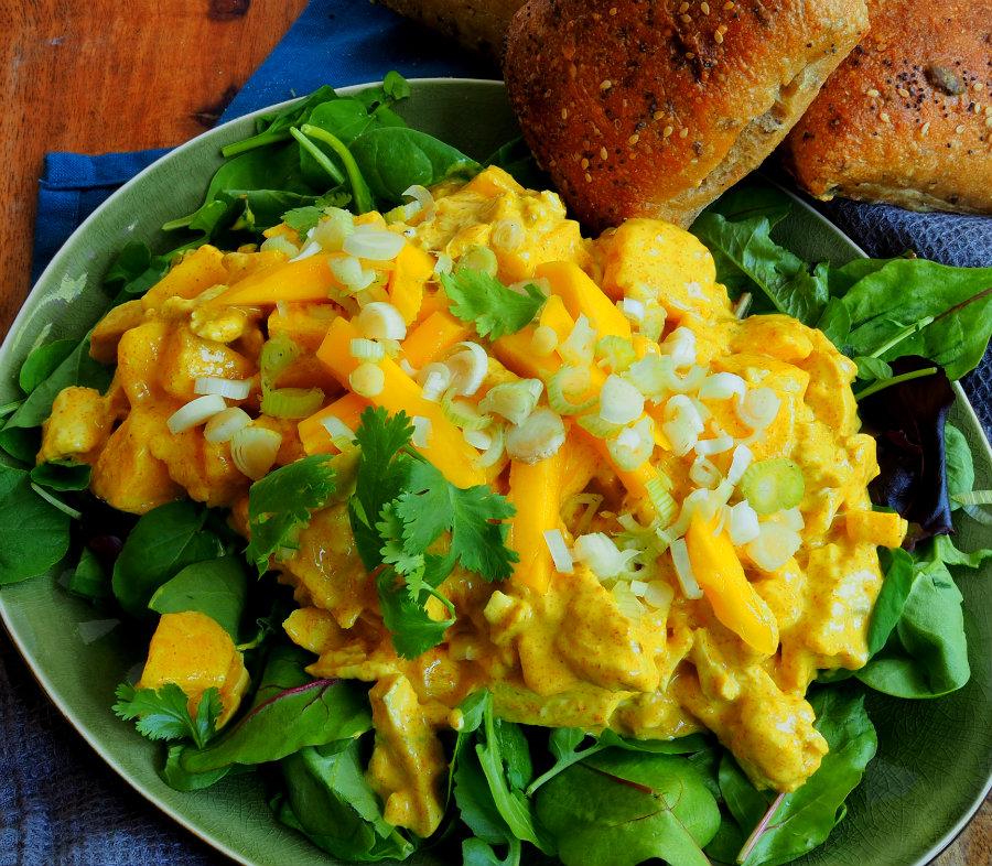 kip kerrie salade met mango